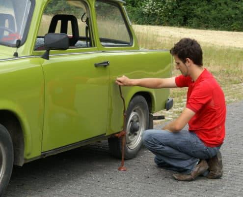 Reifenwechsel bei der Trabi Safari